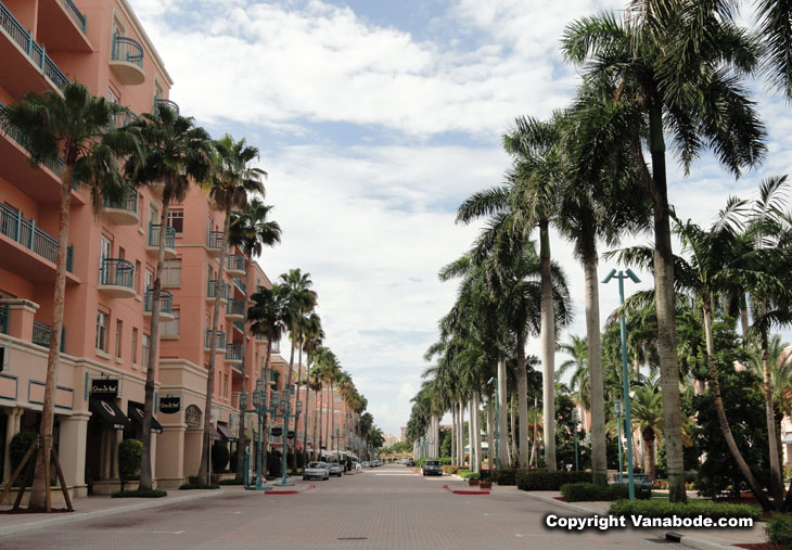 picture of mizner park in boca raton