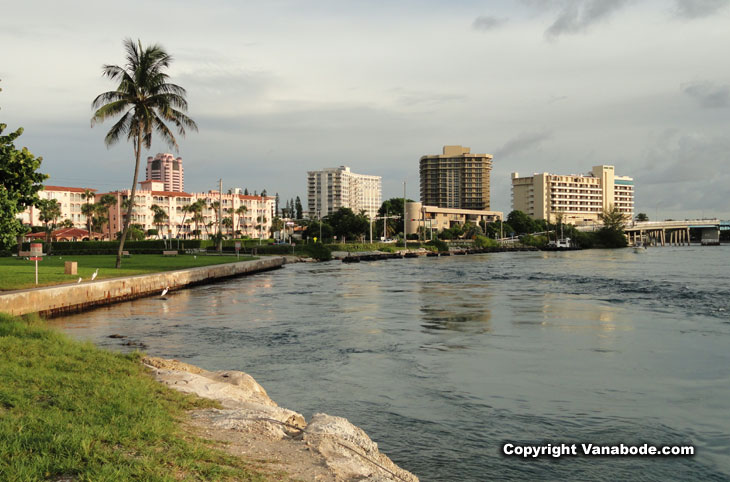 picture of hotels along inlet in boca raton