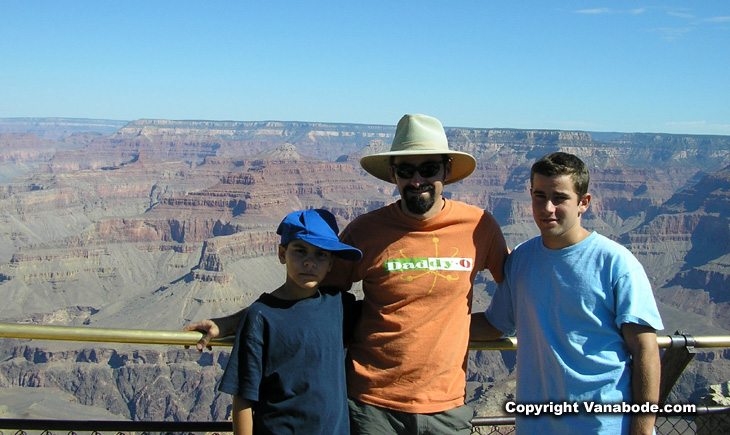 picture of the boys at the grand canyon rim