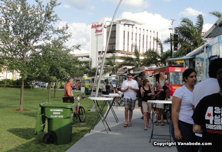 picture of food trucks in park in hollywood florida