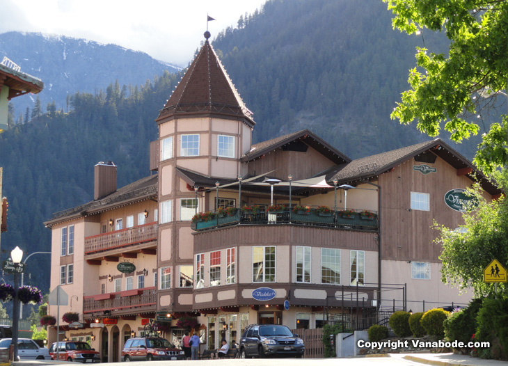 shopping in leavenworth washington village picture