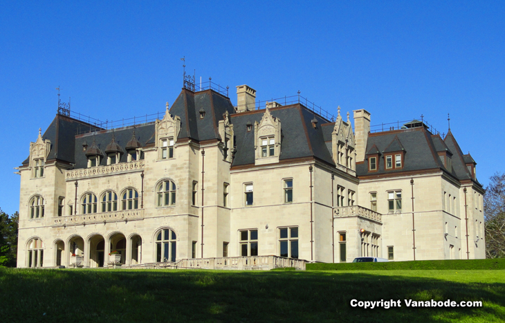 mansions in newport oveanfront